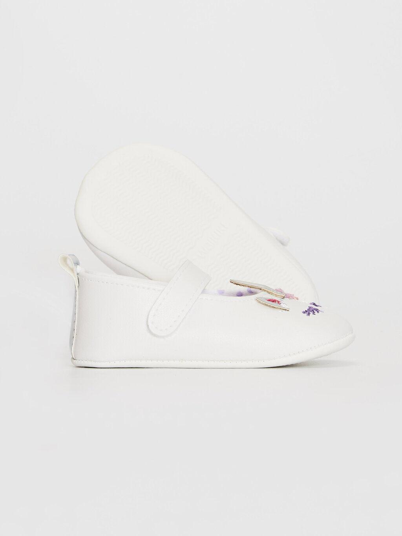 Beyaz Kız Bebek Nakış Detaylı Yürüme Öncesi Ayakkabı