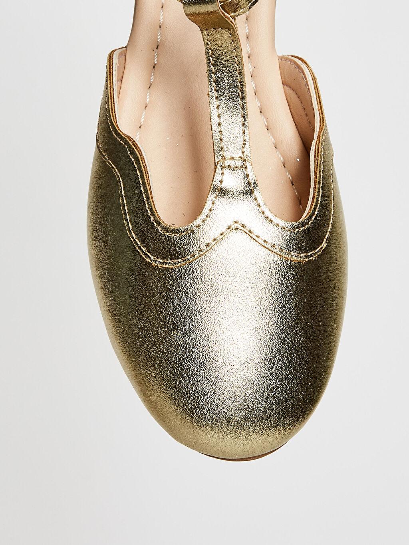 Sarı Kız Çocuk Parlak Görünümlü Babet Ayakkabı