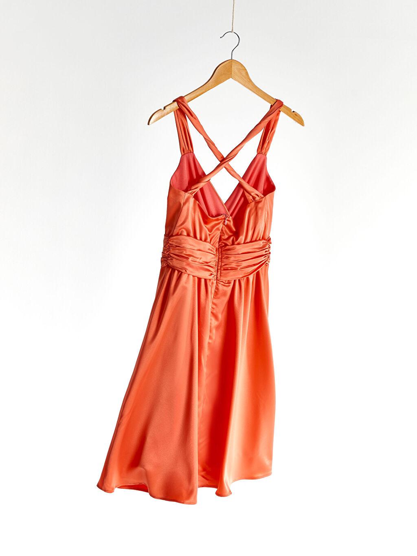 %100 Polyester Kruvaze Yaka Sırt Detaylı Saten Kloş Elbise