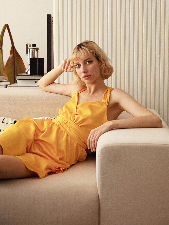 Sarı Kruvaze Yaka Sırt Detaylı Saten Kloş Elbise 0SV793Z8 LC Waikiki