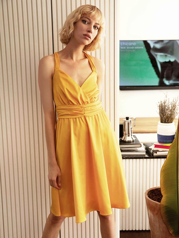 Kadın Kruvaze Yaka Sırt Detaylı Saten Kloş Elbise