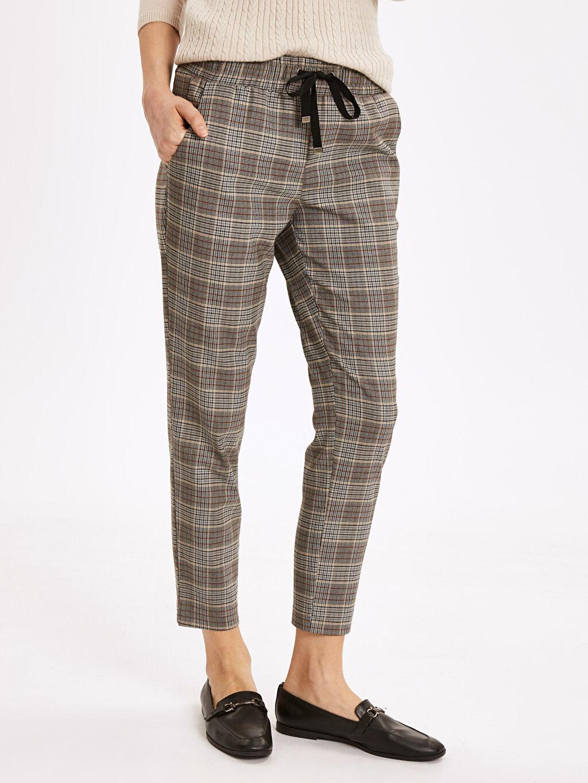%64 Polyester %33 Viskon %3 Elastan Normal Bel Havuç Kesim Pantolon Ekose Standart Bilek Boy Ekose Havuç Pantolon