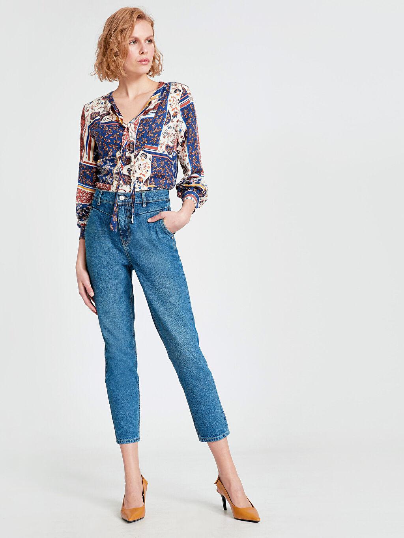 Kadın Yakası Bağlama Detaylı Desenli Viskon Bluz