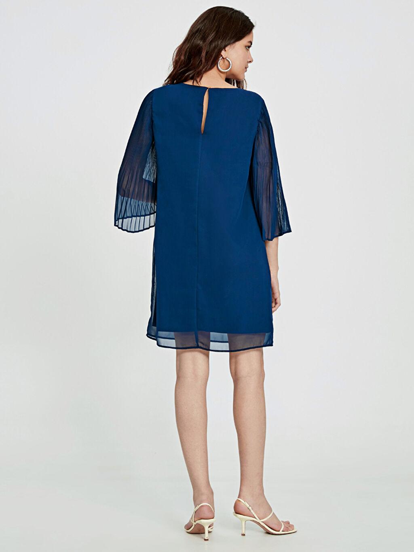 Kadın Kolları Pile Detaylı Şifon Elbise