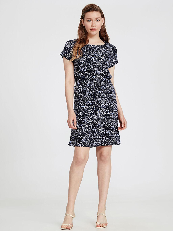 %100 Viskoz T Kesim Elbise Ofis/Klasik Standart Astarsız Çiçekli Kısa Kol Midi Beli Lastikli Viskon Elbise