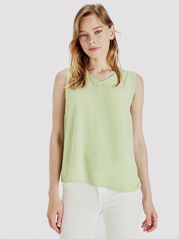 Yeşil V Yaka Viskon Bluz 9SR050Z8 LC Waikiki