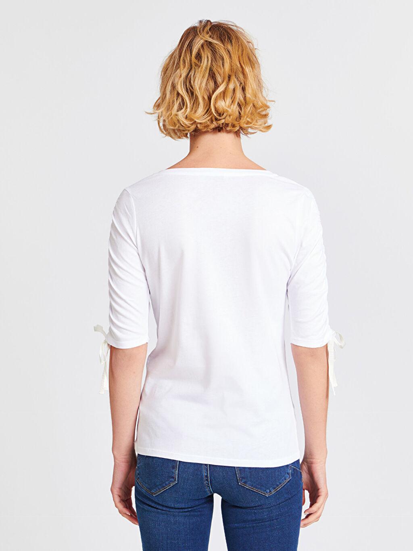 Kadın Işıltılı Yazı Baskılı Kolları Büzgülü Pamuklu Tişört