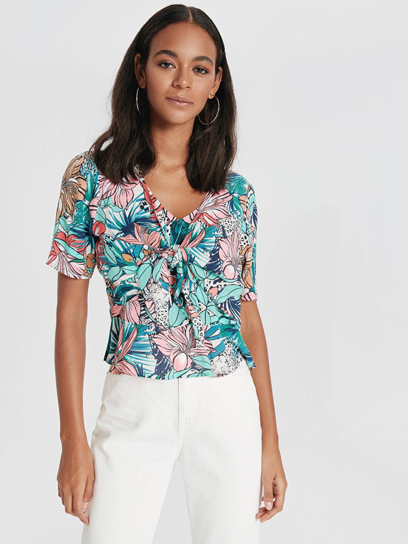 Yeşil Çiçek Desenli Yakası Bağlamalı Viskoz Bluz 9SU707Z8 LC Waikiki