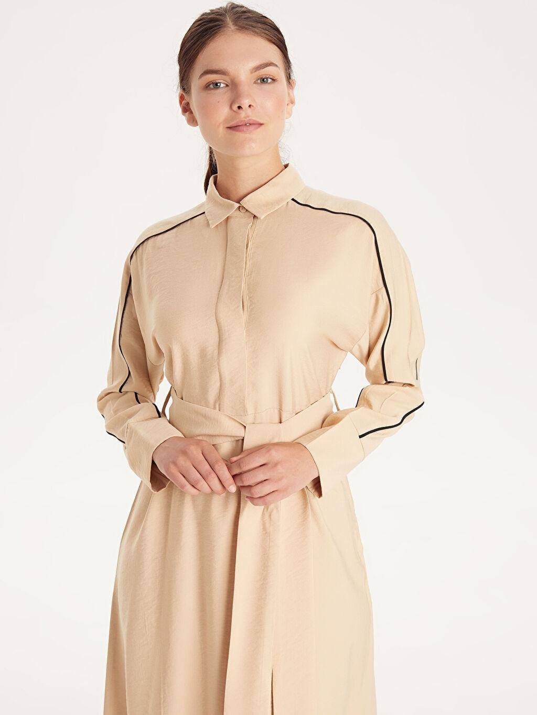 Kadın Kendi Kumaşından Kuşaklı Uzun Viskon Elbise