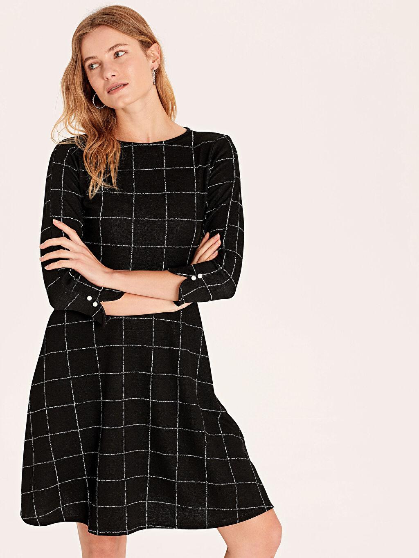 %77 Polyester %22 Viskoz %1 Elastan Elbise Baskılı Astarsız Dar Uzun Kol Fit&Flare Midi Dokulu Kumaştan Kareli Kloş Elbise