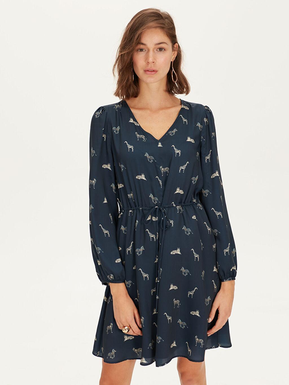 %100 Polyester Baskılı Uzun Kol Desenli V Yaka Saten Elbise
