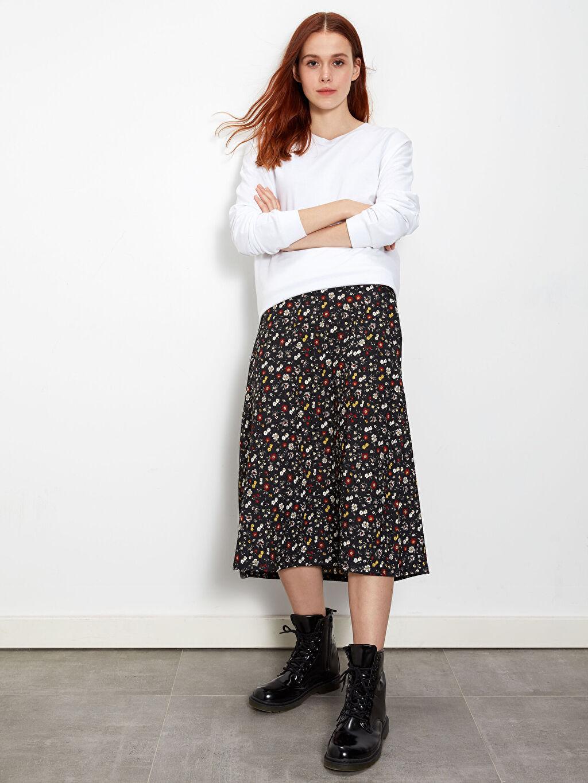 %98 Polyester %2 Elastan Jarse Baskılı Etek Midi Çiçek Desenli Yırtmaç Detaylı Etek