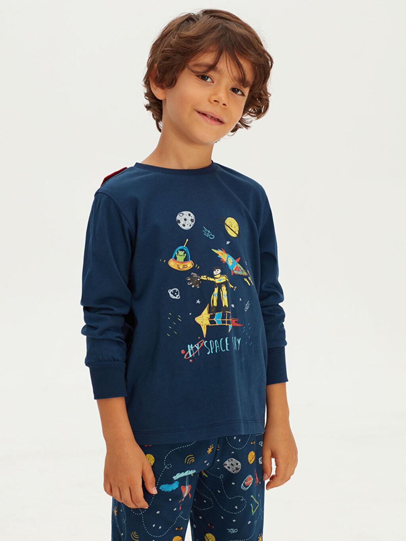Lacivert Erkek Çocuk Baskılı Pamuklu Pijama Takımı ve Pelerin 9WK263Z4 LC Waikiki