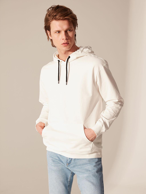 Beyaz Kapüşonlu Basic İnce Sweatshirt 0S2901Z8 LC Waikiki