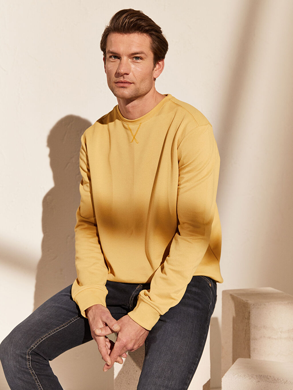Sarı Bisiklet Yaka Basic Sweatshirt 0S2955Z8 LC Waikiki