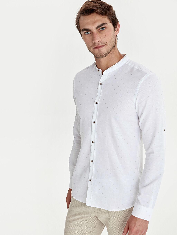 Beyaz Slim Fit Puantiyeli Hakim Yaka Gömlek 0S8126Z8 LC Waikiki