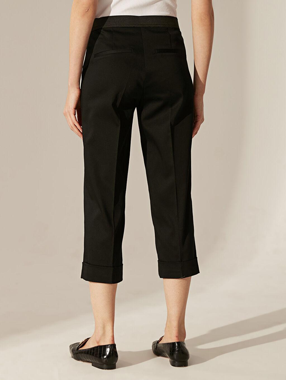 Kadın Kısa Paça Esnek Kumaş Pantolon