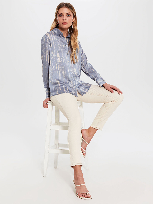 Kadın Desenli Dokulu Kumaştan Gömlek