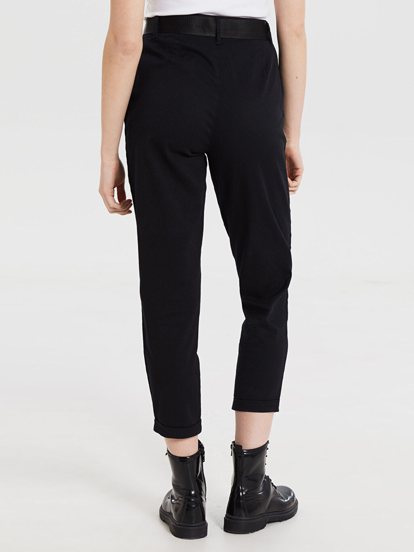 Kadın Kemerli Kısa Paça Pantolon