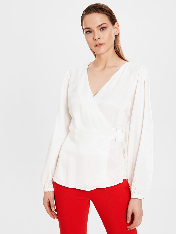 Beyaz Kuşak Detaylı Viskon Bluz 0SA516Z8 LC Waikiki