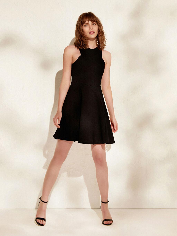 Siyah İncelten Etkili Halter Yaka Esnek Kloş Elbise 0SP517Z8 LC Waikiki