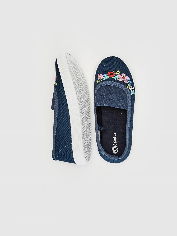 %0 Tekstil malzemeleri (%57 pamuk,%24 poliester,%19 viskoz)  Kız Çocuk Çiçek Nakışlı Bez Babet Ayakkabı