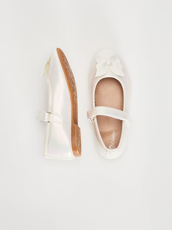 %0 Diğer malzeme (poliüretan)  Kız Çocuk Parlak Görünümlü Babet Ayakkabı