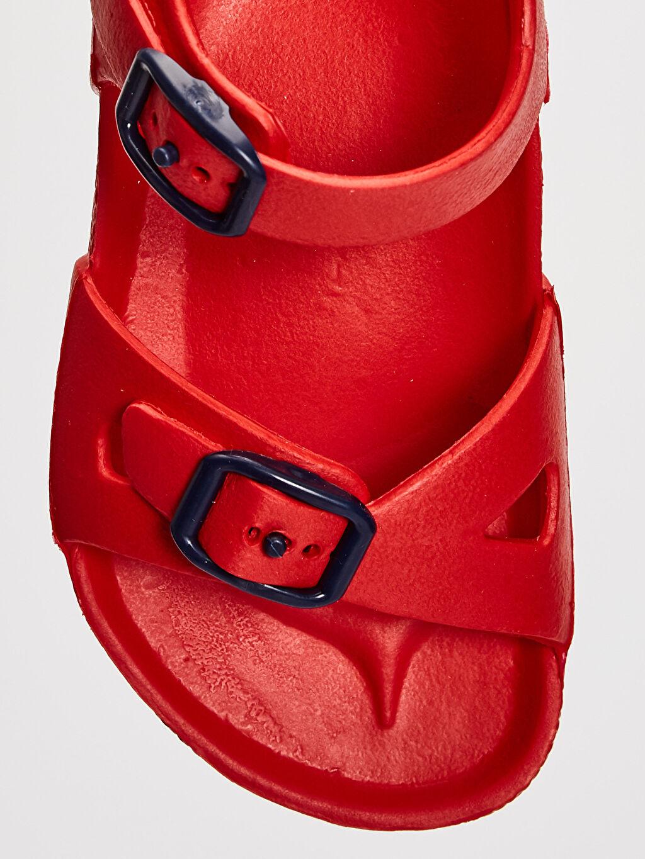 LC Waikiki Kırmızı Erkek Çocuk Toka Detaylı Sandalet