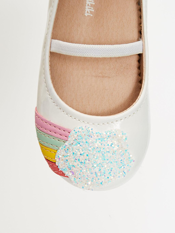 LC Waikiki Beyaz Kız Bebek Renk Şeritli Payet Detaylı Babet Ayakkabı