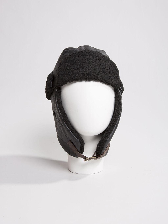 Genç Erkek Siyah Şapka