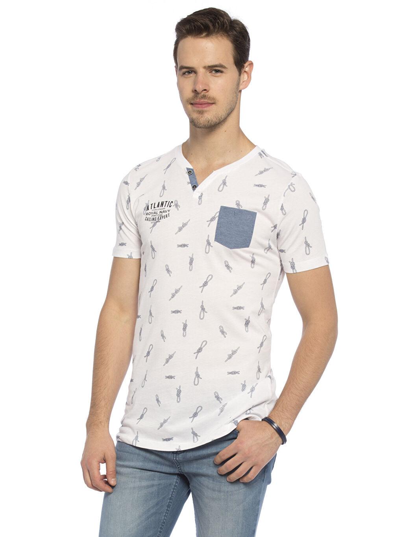 Beyaz Beyaz Baskılı Normal V yaka LCW Young Tişört 7YA568Z8 LC Waikiki