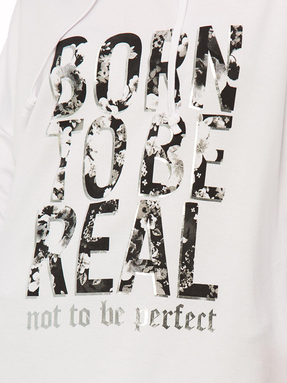 Beyaz Yazı Baskılı Dökümlü Sweatshirt