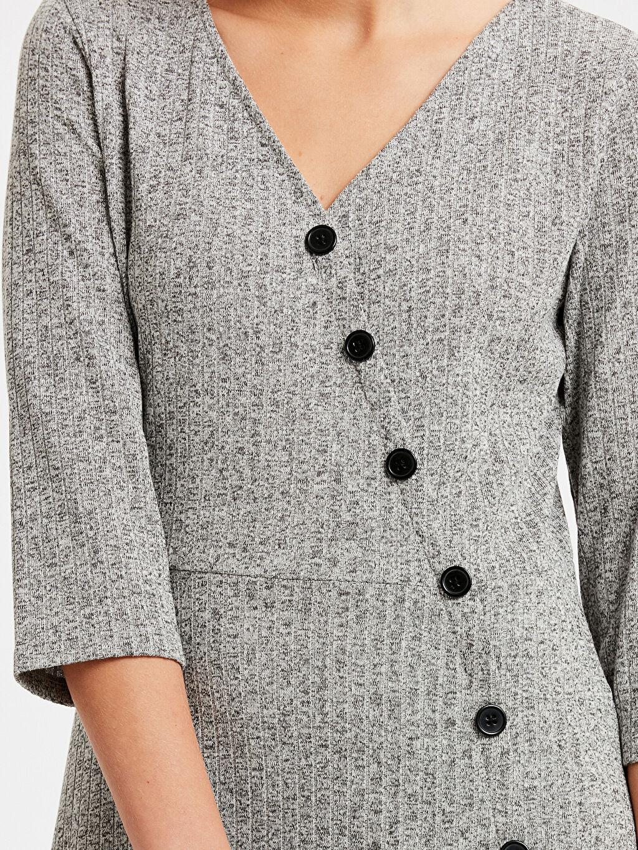 Kadın Kruvaze Düğmeleme Detaylı Kendinden Desenli Elbise