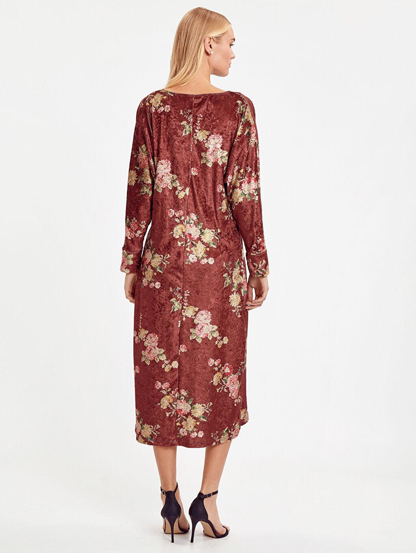 %95 Polyester %5 Elastan Diz Altı Desenli Uzun Kol Desenli Kadife Elbise