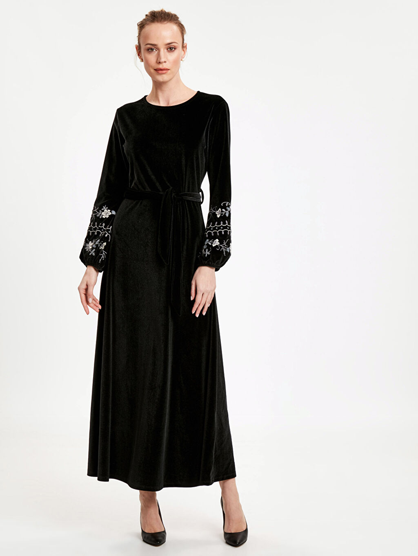 Siyah Kol Ucu İşlemeli Kadife Uzun Elbise 8WN392Z8 LC Waikiki