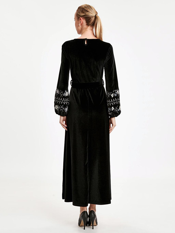 %91 Poliester %9 Elastan Uzun Uzun Kol Kol Ucu İşlemeli Kadife Uzun Elbise