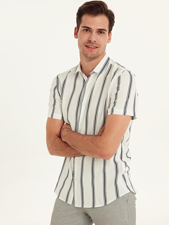 %100 Viskos %100 VISCOSE Çizgili Kısa Kol Gömlek Düğmesiz Dar Slim Fit Çizgili Kısa Kollu Viskon Gömlek