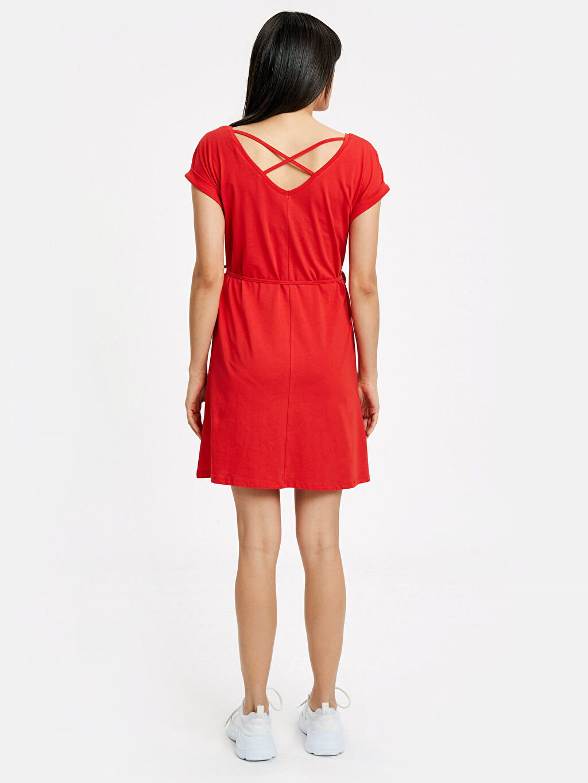 %100 Pamuk Diz Üstü Düz Kısa Kol Sırt Detaylı Pamuklu Elbise