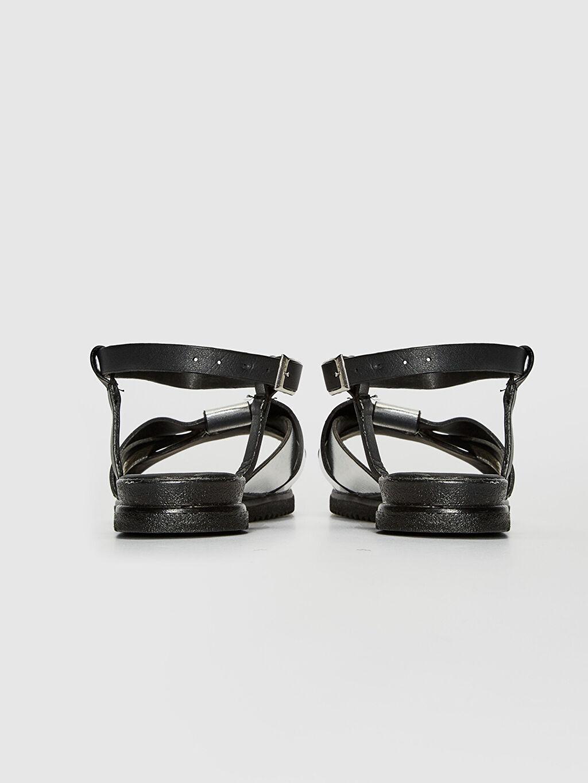 Kadın Parlak Görünümlü Bant Detaylı Sandalet