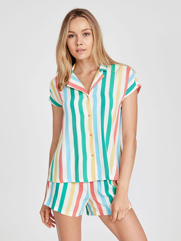 Çok Renkli Çizgili Şortlu Pijama Takımı 9SN574Z8 LC Waikiki