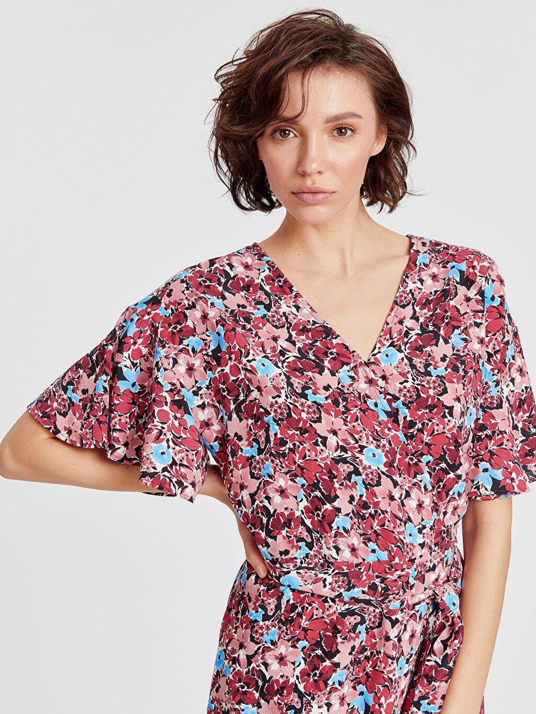 %100 Viskoz Kruvaze Yaka Fırfır Detaylı Desenli Elbise