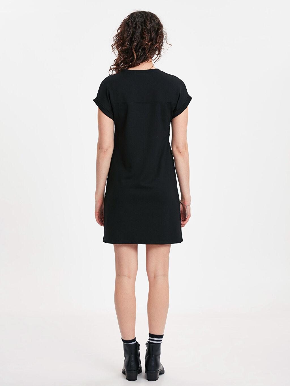 %24 Polyester %72 Viskoz %4 Elastan Diz Üstü Düz Kısa Kol Yaka Detaylı Düz Kesim Mini Elbise