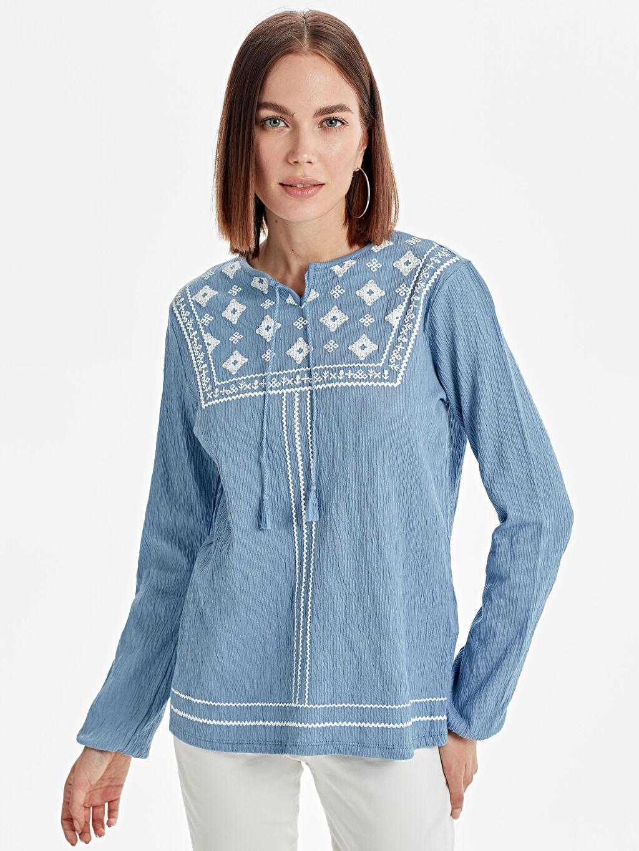 Mavi Yakası Nakış İşlemeli Pamuklu Tişört 9SR155Z8 LC Waikiki