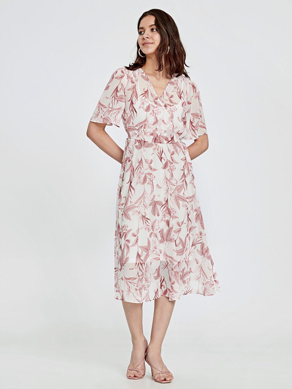 %100 Polyester %100 Polyester Diz Altı Desenli Kısa Kol Kruvaze Yaka Çiçek Desenli Şifon Elbise