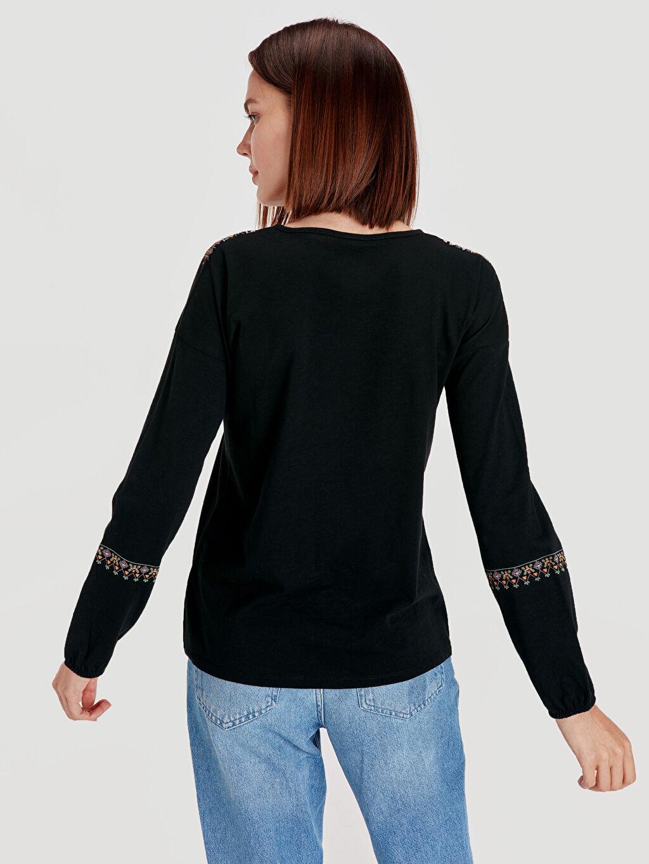 Kadın Nakış İşlemeli Pamuklu Tişört