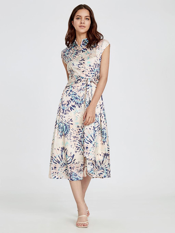 %100 Polyester %100 Polyester Diz Altı Desenli Kısa Kol Beli Bağlama Detaylı Desenli Saten Elbise