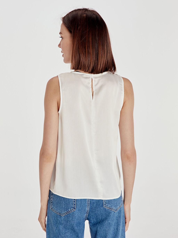 %100 Polyester  Yakası Dantelli Saten Bluz