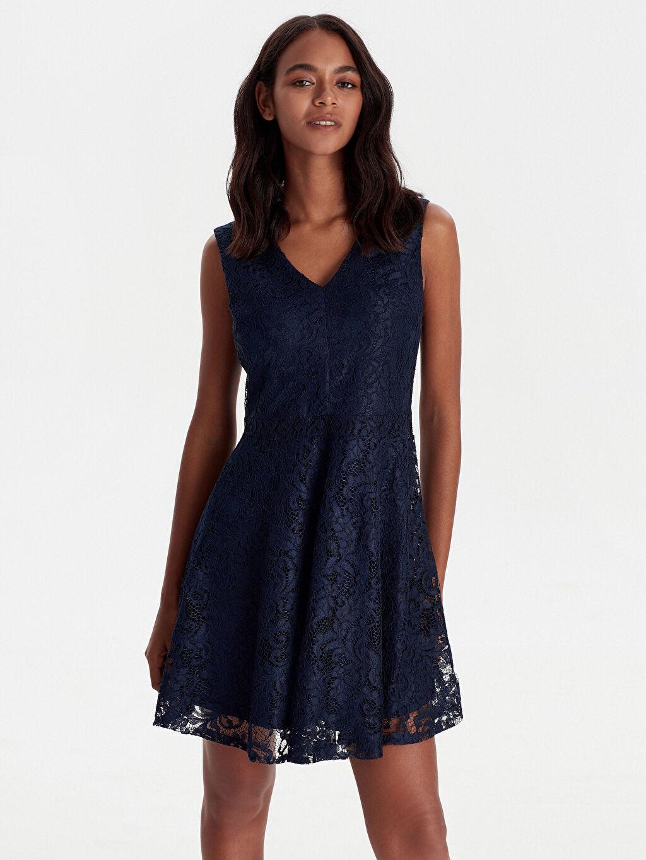 %100 Polyester %100 Polyester Diz Üstü Kolsuz Dantelli V Yaka Elbise