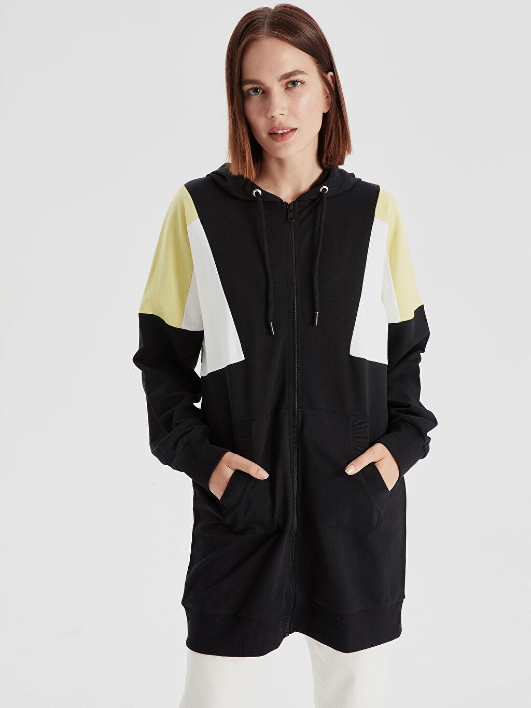 Siyah Renk Bloklu Kapüşonlu Uzun Sweatshirt 9SV444Z8 LC Waikiki