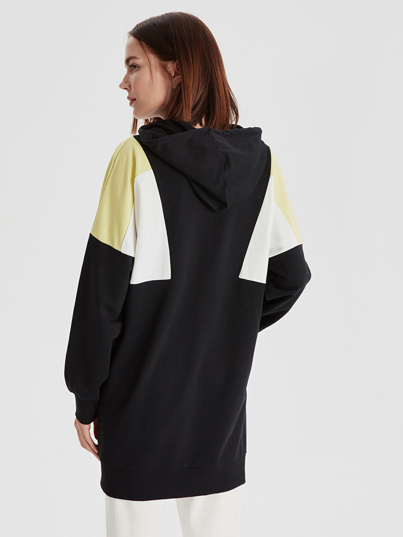 Kadın Renk Bloklu Kapüşonlu Uzun Sweatshirt